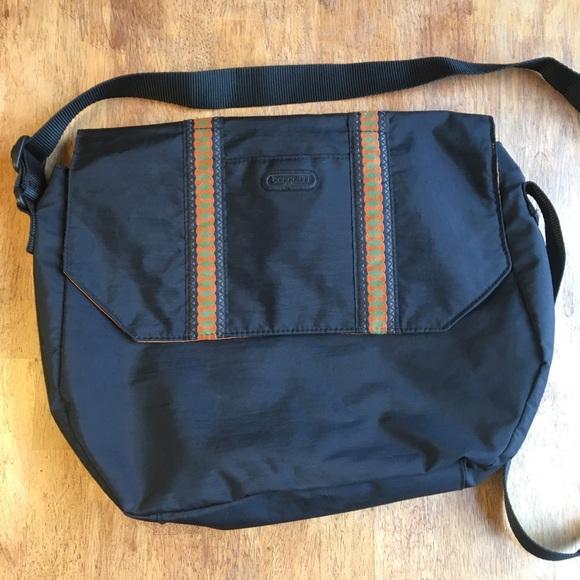 Baggallini Handbags - Baggallini Crossbody Messenger Laptop Bag